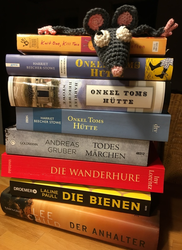 Bücherstapel.jpg